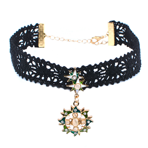 Stylish Rhinestone Decorative Gold Bud Silk Choker
